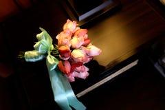 Rose Hand Bouquet Wedding Flower vermelha Fotos de Stock
