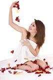 rose handduk för härlig flickapetal Arkivfoto