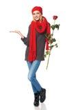 rose kvinna för härlig holdingred Royaltyfri Fotografi