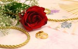 Rose mit Hochzeits-Bändern Lizenzfreies Stockbild