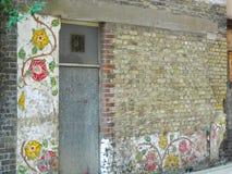 Rose Murals op een oude muur in Rose Alley Southwark London Uk stock foto's