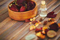 Rose Oil lizenzfreie stockbilder