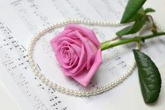 rose&pearl περιδέραιο Στοκ Εικόνες