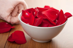Rose petals and towel Royalty Free Stock Photography