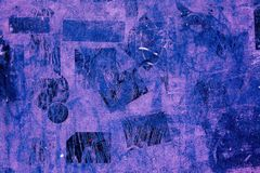 Rose pourpre violet grunge de vieux de peinture de Wall Street d'autocollants de plâtre de fond cru obscur foncé noir bleu de mod photo stock