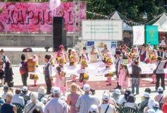 Rose Queen Parade på festivalen i Karlovo, Bulgarien royaltyfri foto