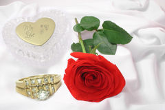 Rose, Rings and Crystal Vase Stock Photography