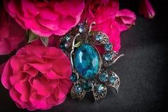 Rose roja y colgante Foto de archivo