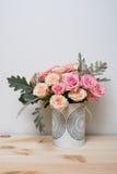 Rose rosa e beige fotografie stock