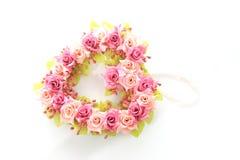 Rose rose et rouge fabriquée à la main dans la forme de cerf d'amour Image libre de droits