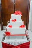Rose rosse del briciolo della torta nunziale Immagine Stock Libera da Diritti