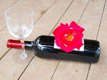 Rose rosse e vino rosso Fotografia Stock