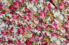 Rose rosse naturali fondo, fondo di Rose Fabric, frammento di Fotografia Stock Libera da Diritti