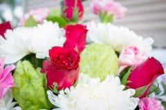 Rose rosse nel giorno delle nozze Fotografie Stock