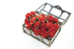 Rose rosse in scatola isolata Immagine Stock Libera da Diritti