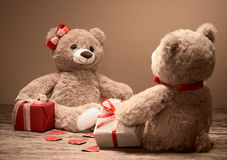 Rose rouge coeurs rouges Couples Teddy Bears Image stock