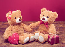 Rose rouge coeurs rouges Couples Teddy Bears Photo stock