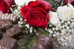 Rose rouge et bonbons Image libre de droits