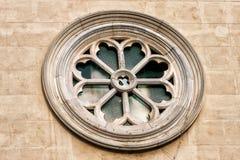 Rose, señora de la iglesia católica de la ventana de la rueda del corazón sagrado Fotos de archivo libres de regalías