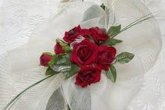 rose silk white för bakgrundsred Royaltyfria Bilder