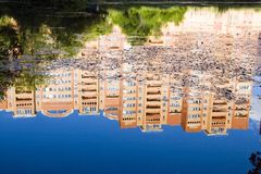 rose sky för blå byggandereflexion Royaltyfri Foto