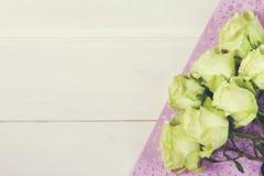 Rose su fondo di legno rustico Fotografia Stock
