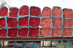 Rose sur le marché entier de fleur de vente Image libre de droits