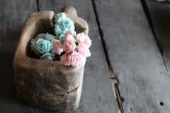 Rose in una scatola di legno Fotografie Stock