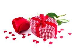 Rose und Geschenk Stockbilder