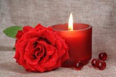 Rose und Kerze stockbild