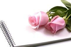 Rose und Notizbuch Stockbilder