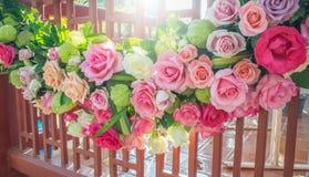 Rose und warmes Licht im Gartenhintergrund stockfoto