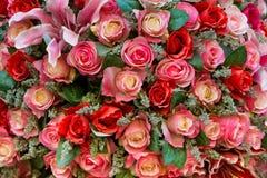 Rose variopinte false Immagini Stock