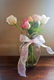 Rose in vaso di vetro Immagini Stock