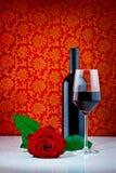 rose wine för flaskexponeringsglas Arkivfoto