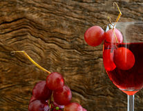 Rose wine and grapes Royalty Free Stock Photos