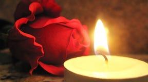 Rose y vela Foto de archivo libre de regalías