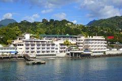 Roseau strand i Dominica som är karibisk Arkivbild