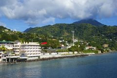 Roseau strand i Dominica som är karibisk Arkivbilder