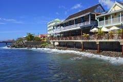 Roseauwaterkant in Caraïbisch Dominica, Stock Foto