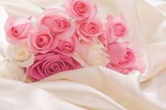 Roseblumenstraußgeschenk für Feiertag Lizenzfreies Stockbild
