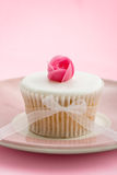Rosebud cupcake Royalty Free Stock Photos