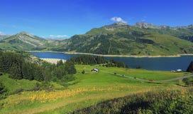 Roselend水坝和湖在萨瓦省,法国 免版税库存图片