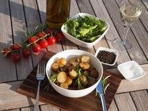 Rosemary roosterde aardappels met groenten Stock Afbeeldingen