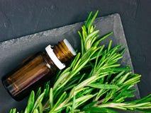 Rosemary-wesentliches Schmieröl Stockfoto