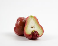 Rosen-Apfel geschnitten zur Hälfte Lizenzfreies Stockbild