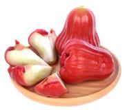 Rosen-Apfel lokalisiert auf dem weißen Hintergrund stockbild