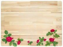 Rosen auf hölzernem Hintergrund Stockfotografie