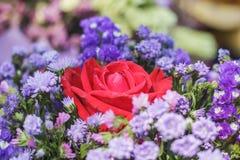 Rosen-Blume in der Blumengruppe Lizenzfreies Stockfoto