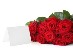 Rosen-Blumenstrauß mit einer Anmerkung. Stockfotografie